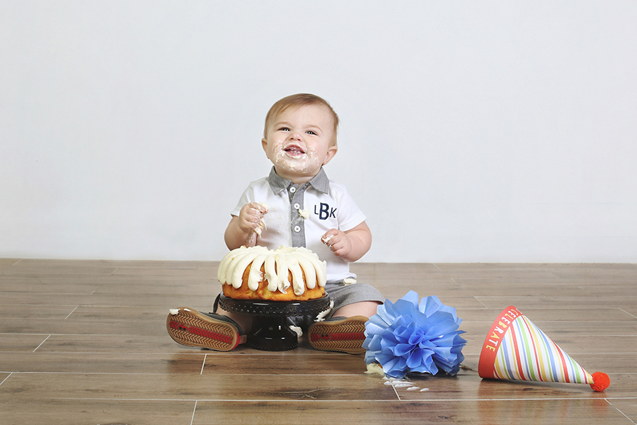 Pearland_Houston_Cake_Smash_Photographer